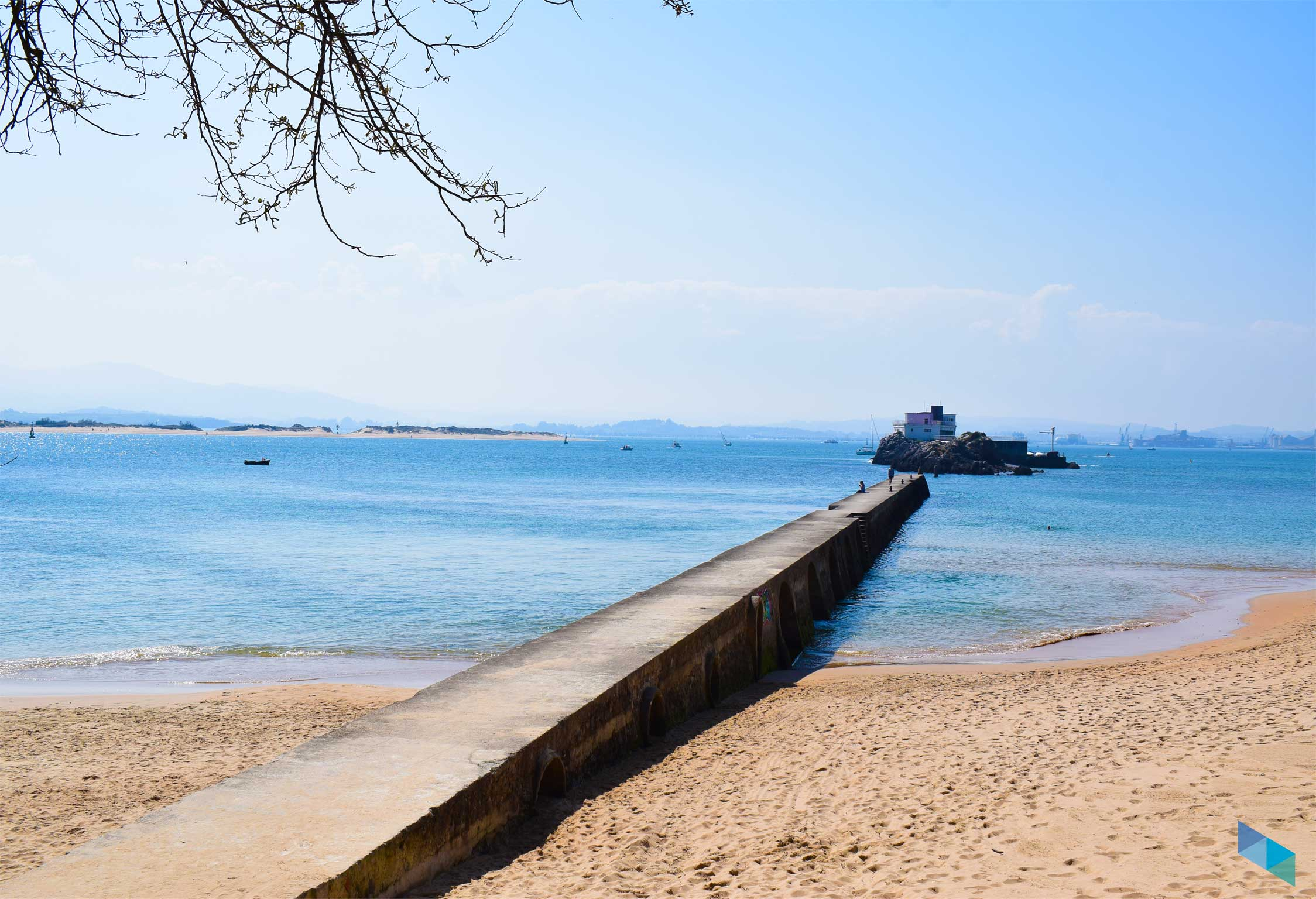 División playa de Bikini Santander