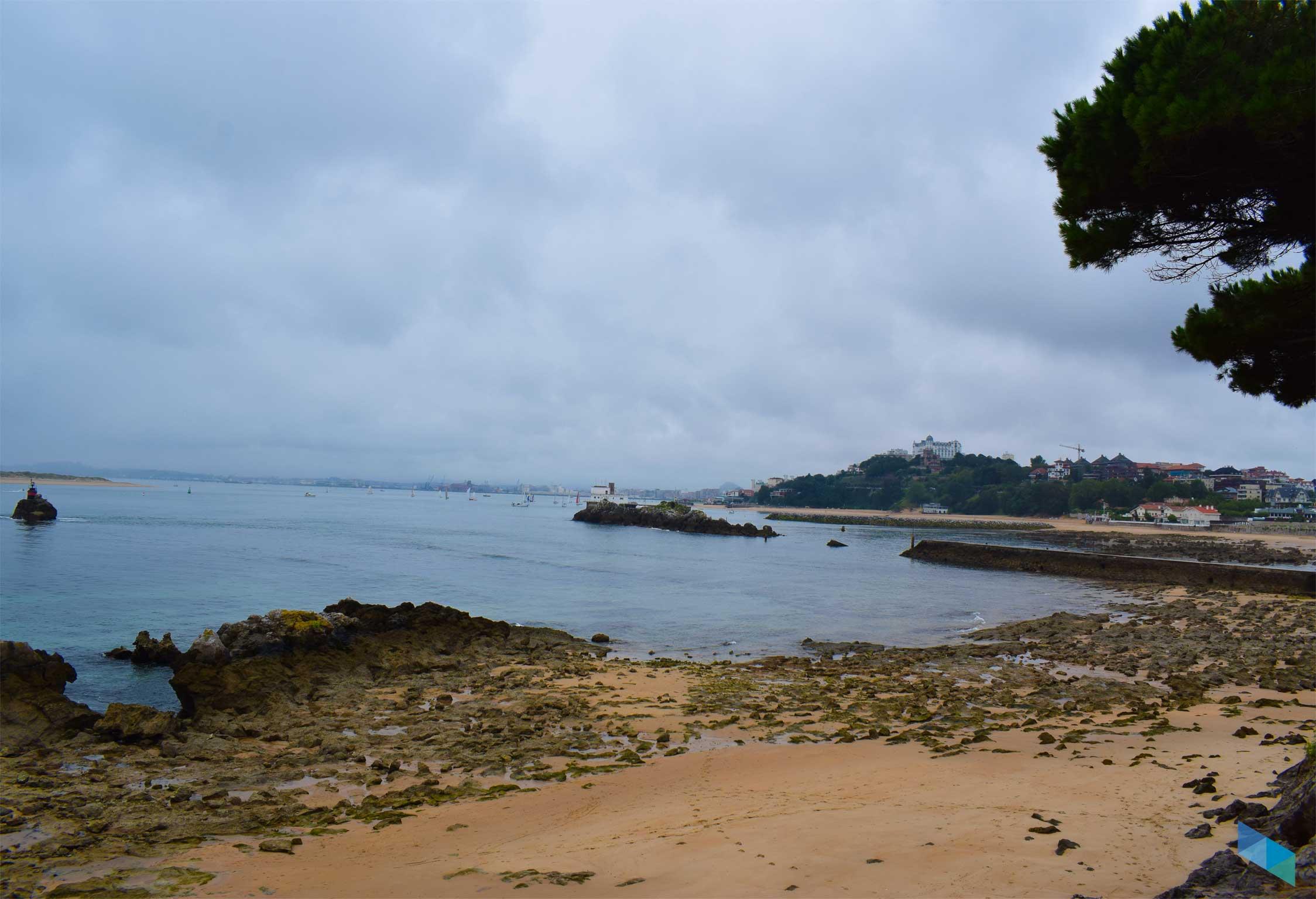 Playa de Bikinis nublada