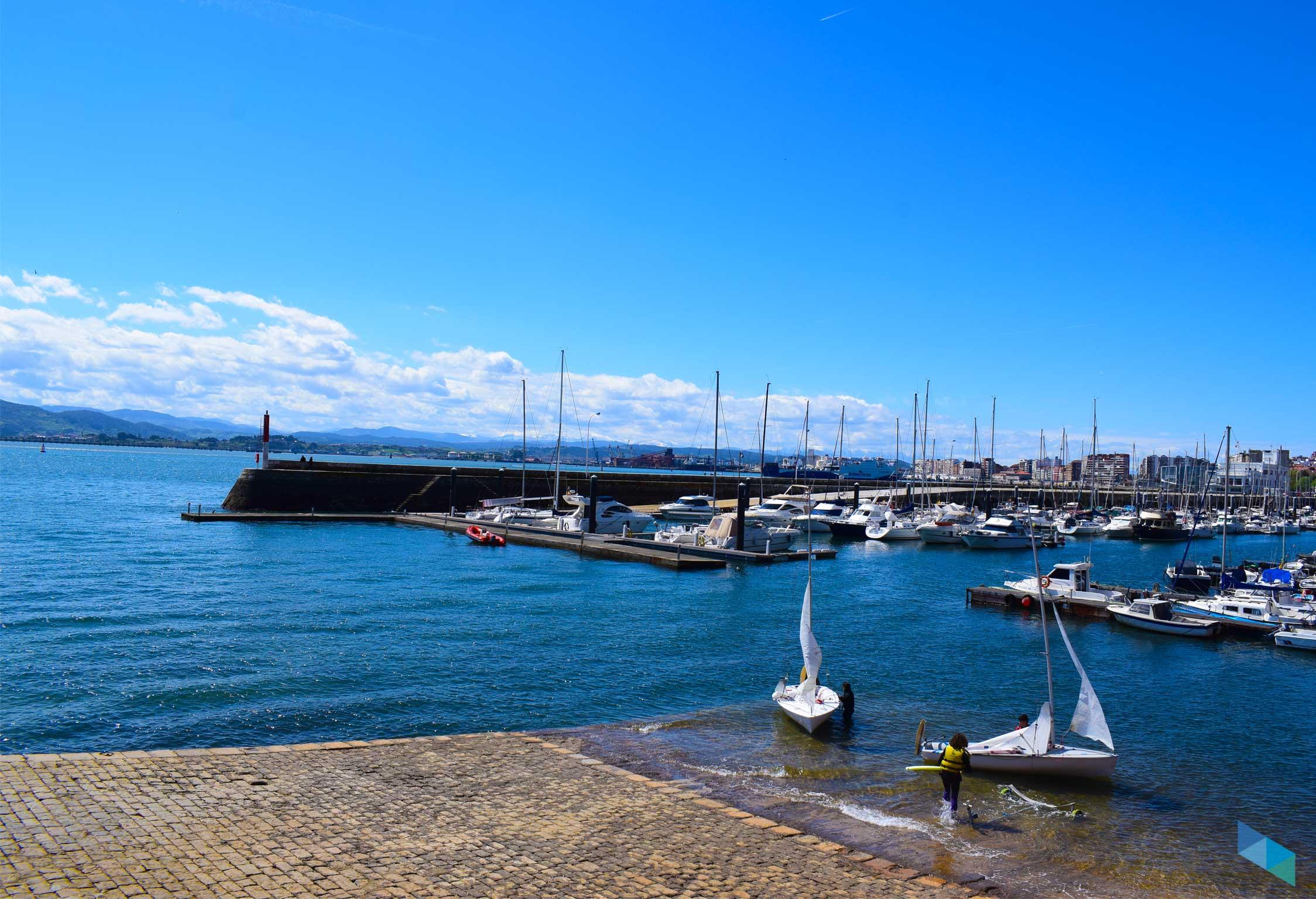 CEAR de vela Principe Felipe Santander hacia puerto chico