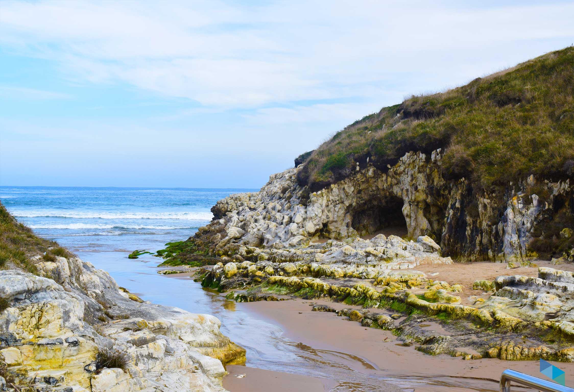 Playa de la Virgen del Mar  cueva