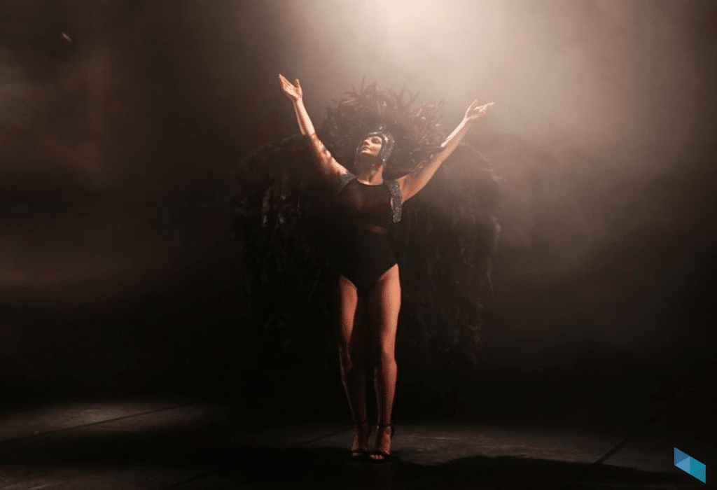 """""""Hueco"""", solo de danza con Poliana Lima"""