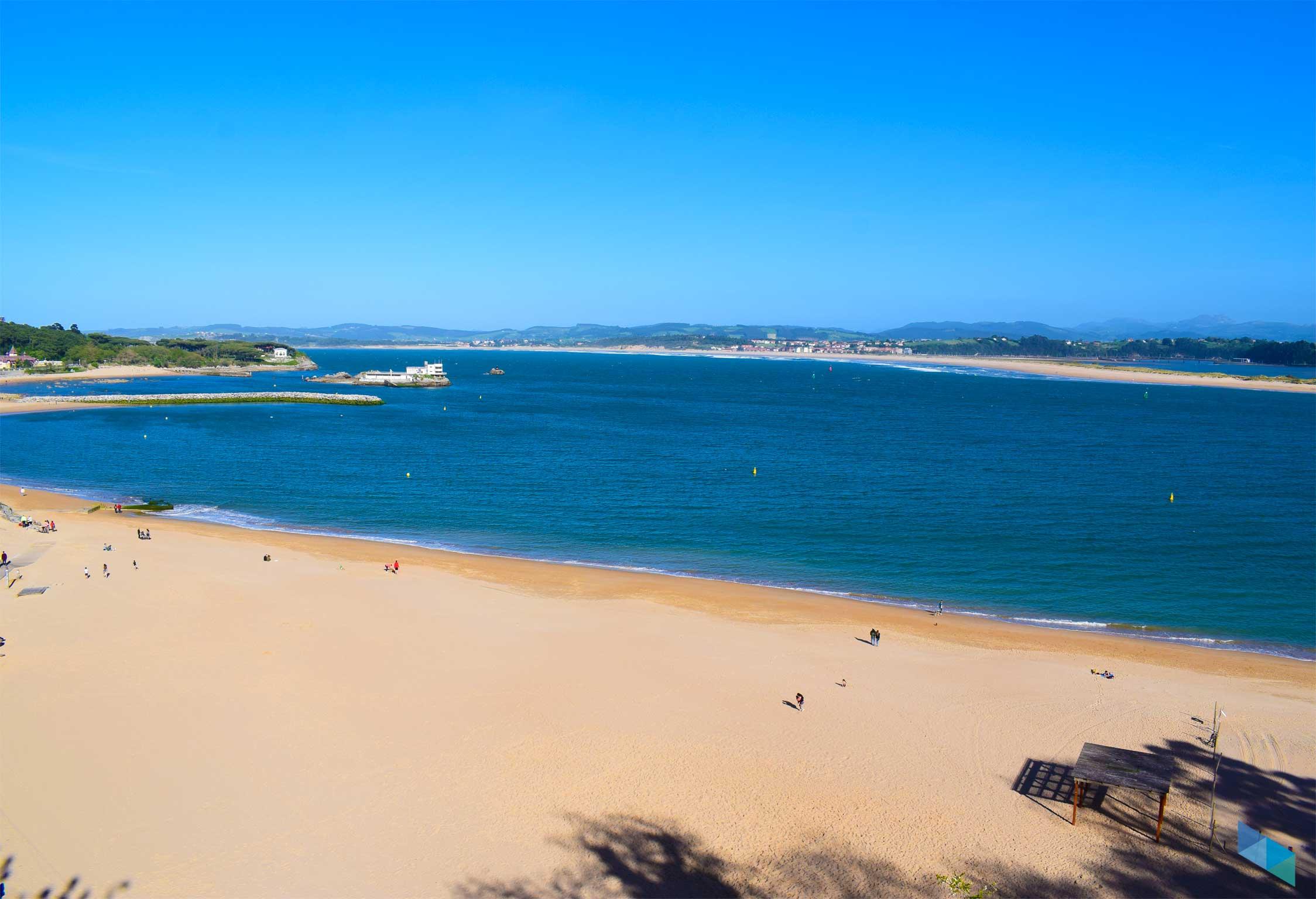 Playa de los Peligros desde avenida reina victoria