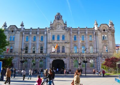 Plaza del Ayuntamiento concurrida