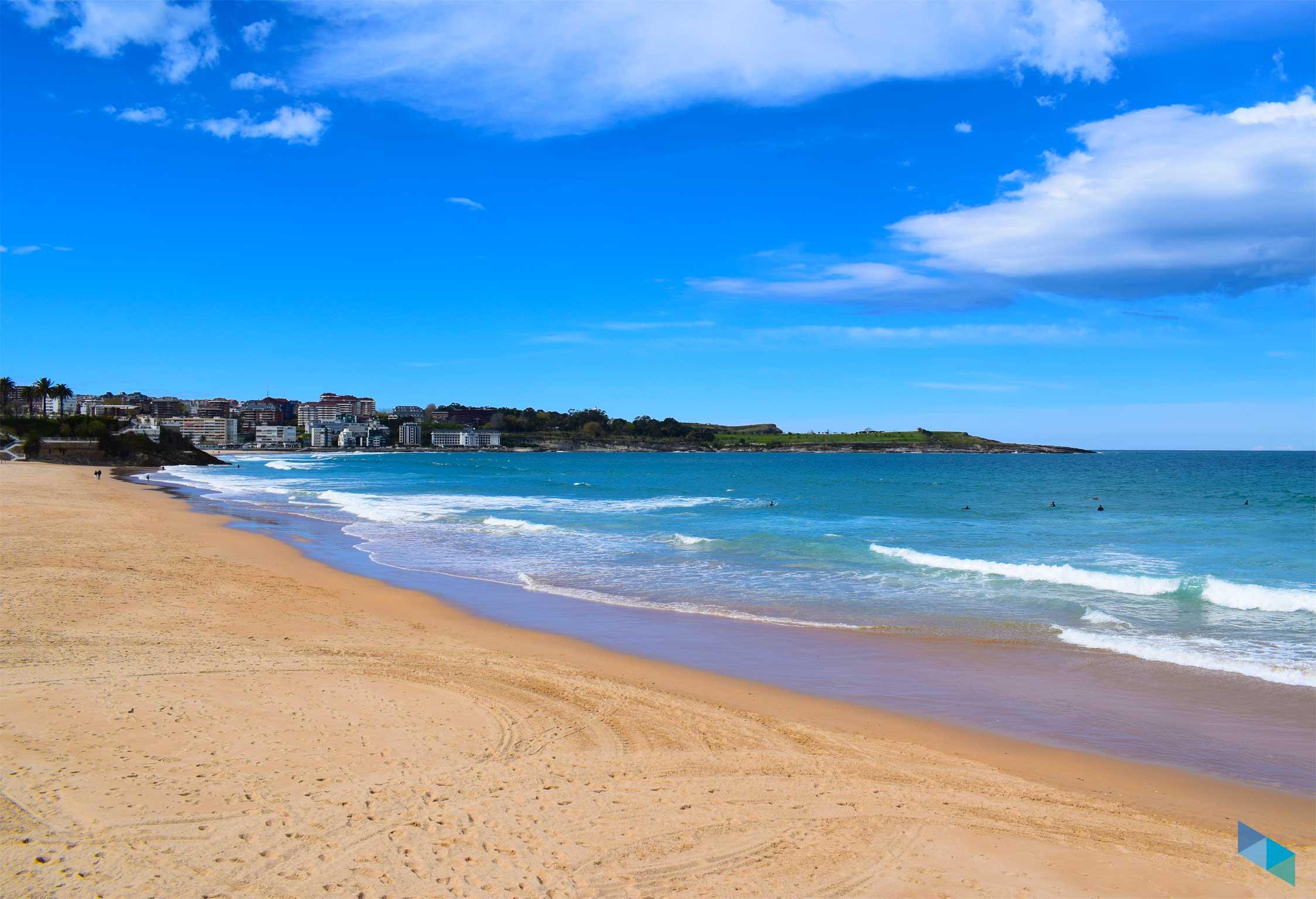 Primera Playa del Sardinero cielos despejados