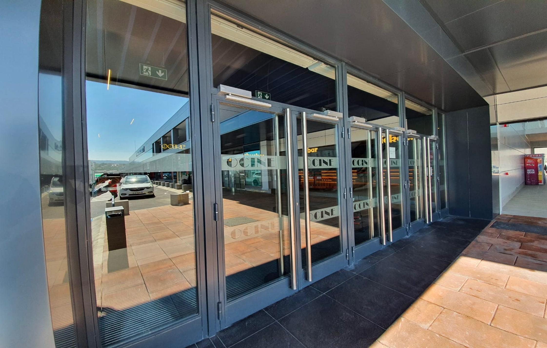 Puertas de Ocine Santander